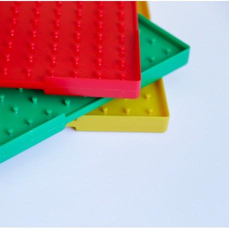 Conjunto de 6 geoplanos de colores de doble cara de 23 x 23 cm