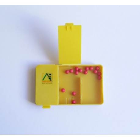 Caja dividida de plástico con 20 bolitas